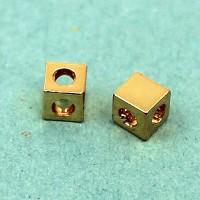 Бусина кубик с двумя отверстиями